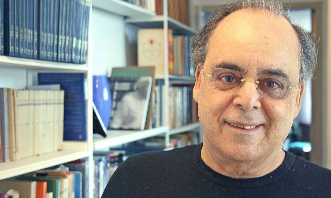 Morre Modesto Carone, que presenteou os brasileiros com a excelência de Kafka