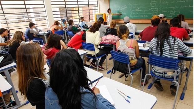 Projeto que reajusta salário de professores é aprovado na Comissão Mista