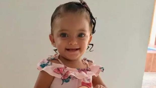 Menina de 1 ano que morreu afogada em Anápolis é enterrada