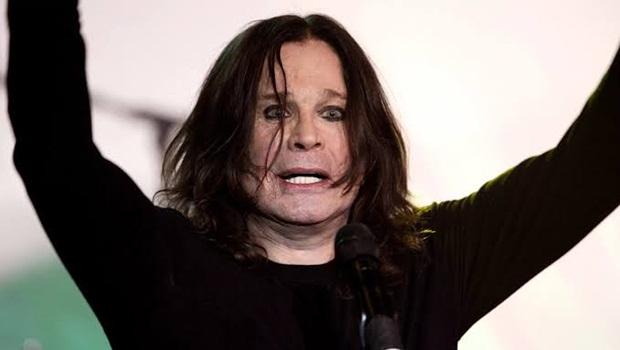 """Kelly Osbourne desmente boatos sobre os problemas de saúde do pai e critica a imprensa """"doentia"""""""
