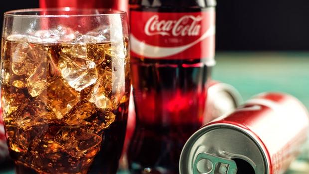 Coca-Cola deverá pagar R$ 5 mil de indenização para consumidor que encontrou corpo estranho dentro de garrafa