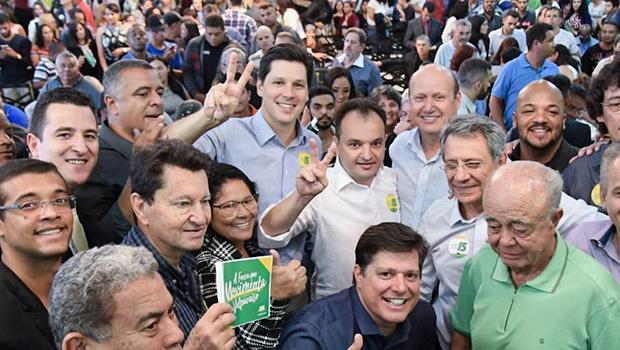 Célio Silveira, do PSDB, circula com desenvoltura em evento do MDB