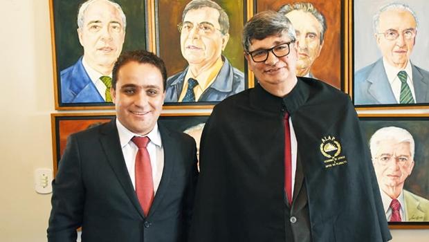 Prefeito de Cristalina comemora posse de Eliézer Bispo na Academia de Letras e Artes do Planalto