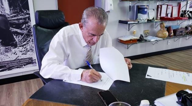 Iristas sugerem que Iris Rezende quer continuar como prefeito de Goiânia. O problema é a campanha