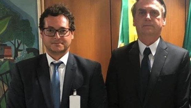 Após viagem aos EUA com Bolsonaro, secretário testa positivo para coronavírus