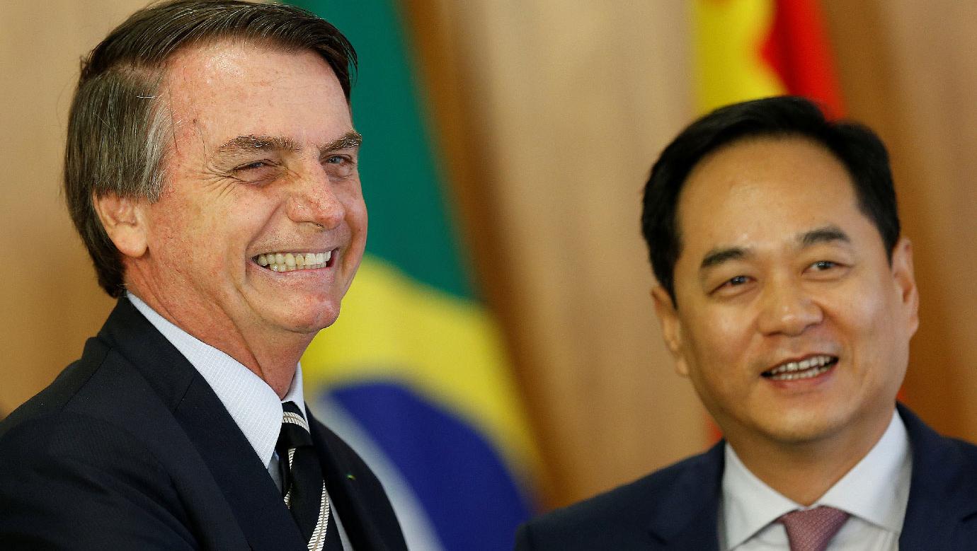 Eduardo Bolsonaro provoca crise com a China no momento em que se prenuncia uma recessão