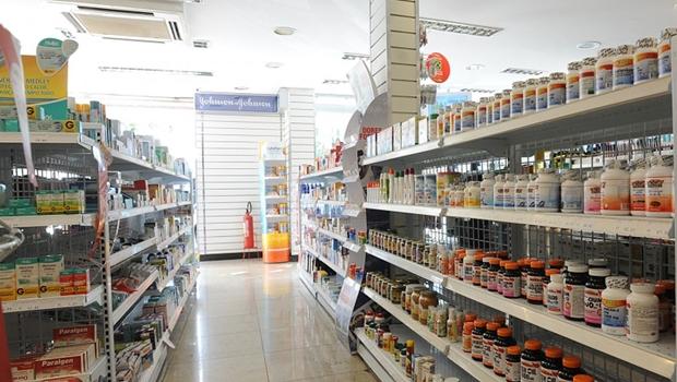 Anvisa autoriza venda de máscaras de tecido em farmácias