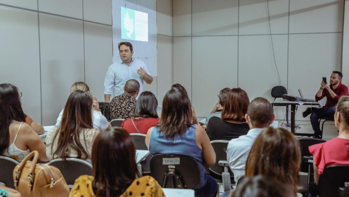 Prefeitura de Anápolis negocia com professores e acerta reajuste salarial de 12,64%