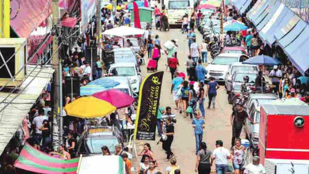 Com retorno de comércio da 44, ruas da região se fecham para fluxo de veículos