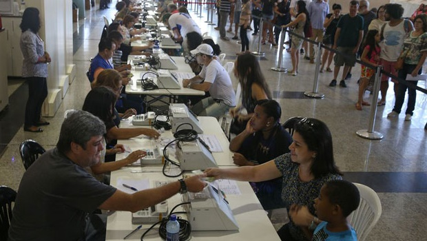 Votação em 2020 não terá biometria, mas vai contar com uma hora extra, fitas de distanciamento e provável horário para grupos de risco