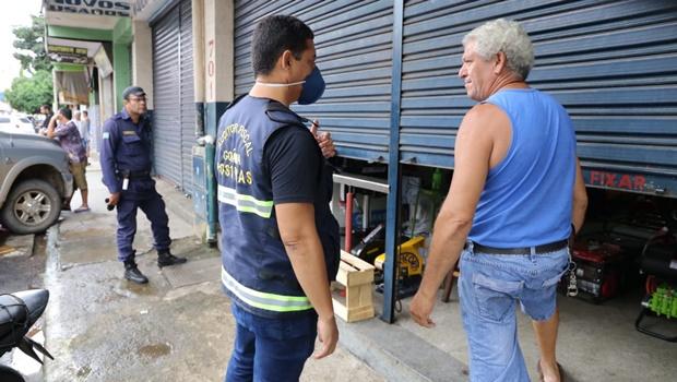 Equipes de fiscalização saem às ruas para garantir cumprimento do decreto em toda Goiânia
