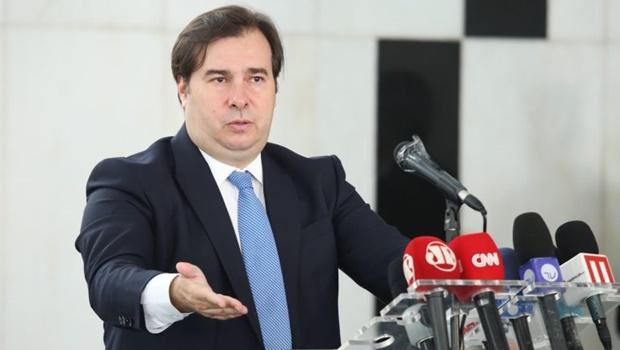 Maia atribui adiamento de votação da ajuda aos estados a Bolsonaro