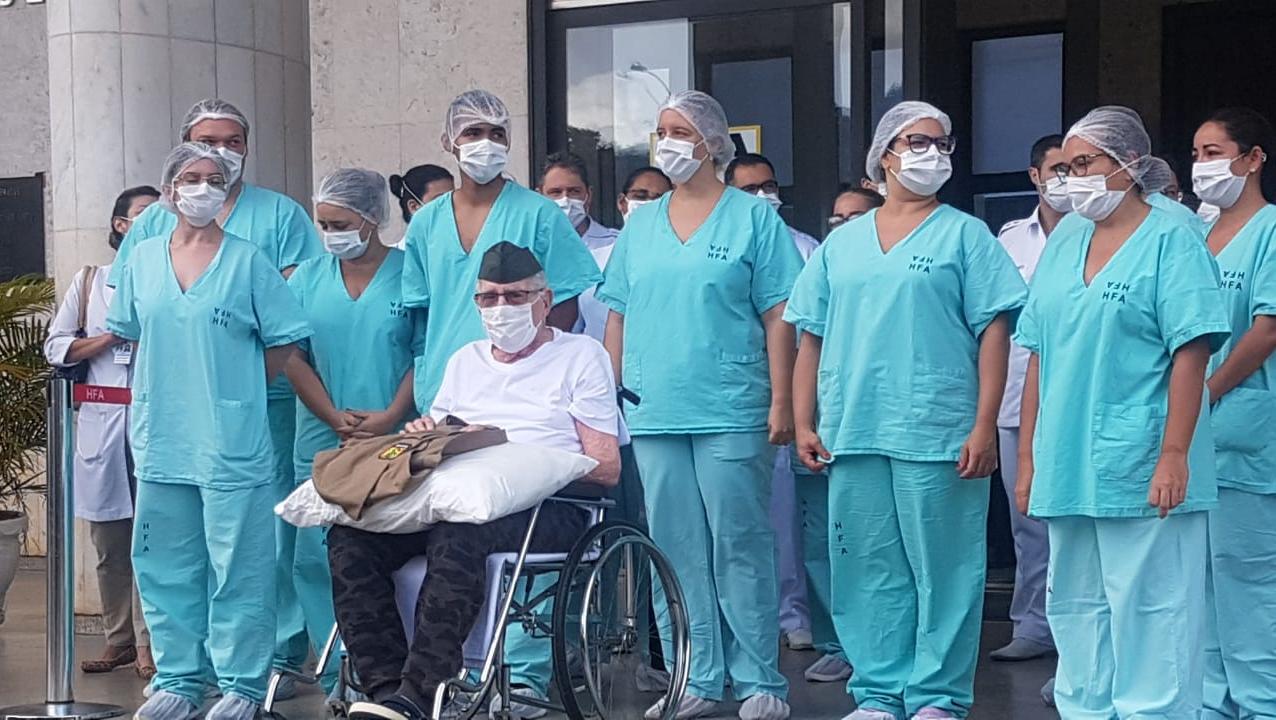 Ex-combatente brasileiro, de 99 anos, recebe alta após ser internado com Covid-19
