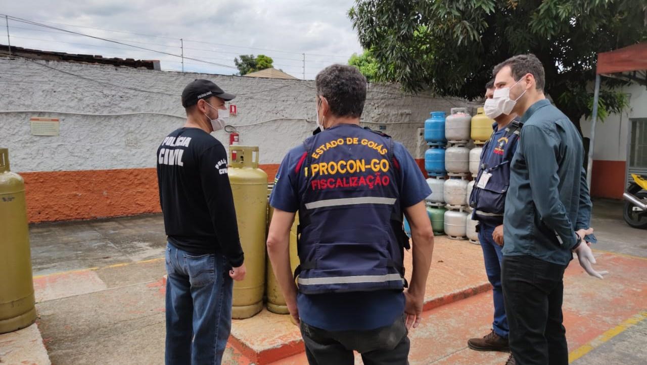 Polícia e Procon coibem abusos no preço do gás de cozinha em Goiânia