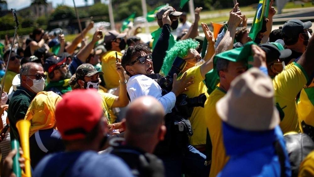 Para provar que é democrata, Bolsonaro deveria condenar agressão a profissionais do Estadão