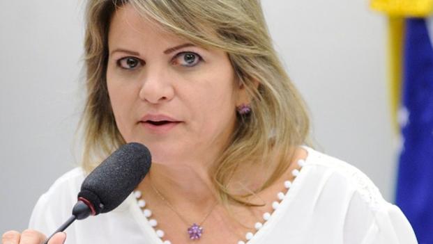 Flávia Morais propõe cumprimento de carga mínima anual para alunos, em caso de suspensão de aulas