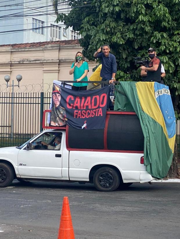 Gustavo Gayer, envolvido em polêmica durante manifestação de enfermeiros na Praça dos Três Poderes, em Brasíllia, participou de carreata em favor de reabertura do comércio