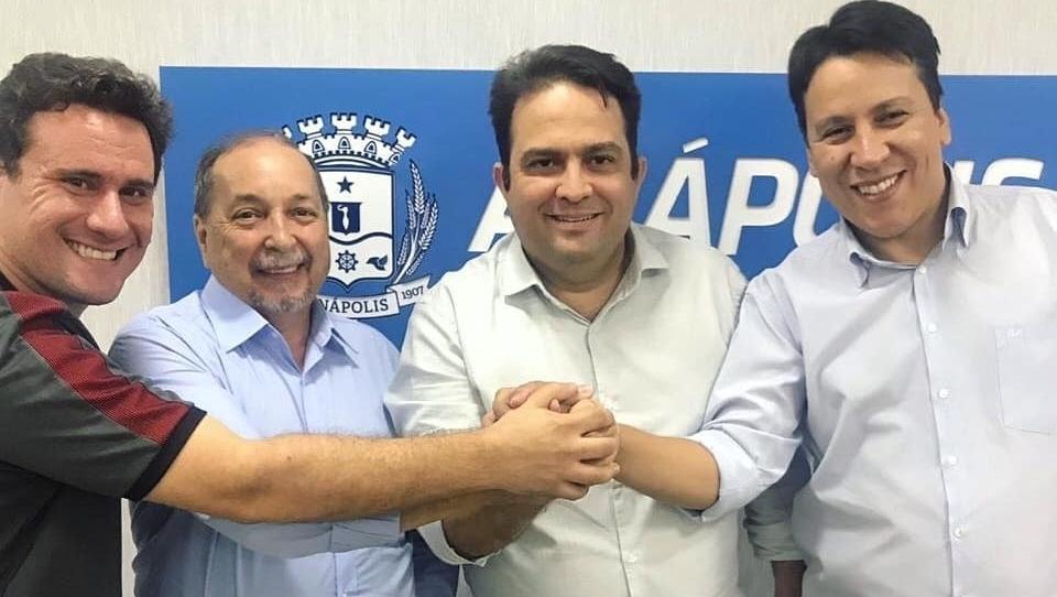 PL de Magda Mofatto e Hélio Araújo declaram apoio à reeleição de Roberto Naves em Anápolis