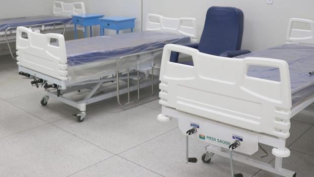 Caiado vistoria hospital de Luziânia que passa a ser gerido pelo Estado