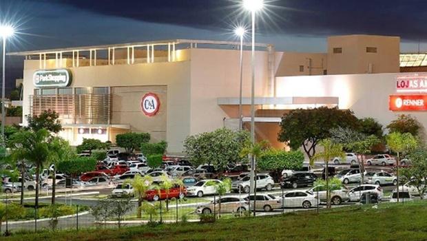 Primeiro dia de shoppings abertos no DF é marcado por filas