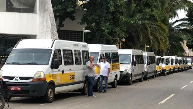 Motoristas de vans escolares continuam acampados em frente a Assembleia Legislativa