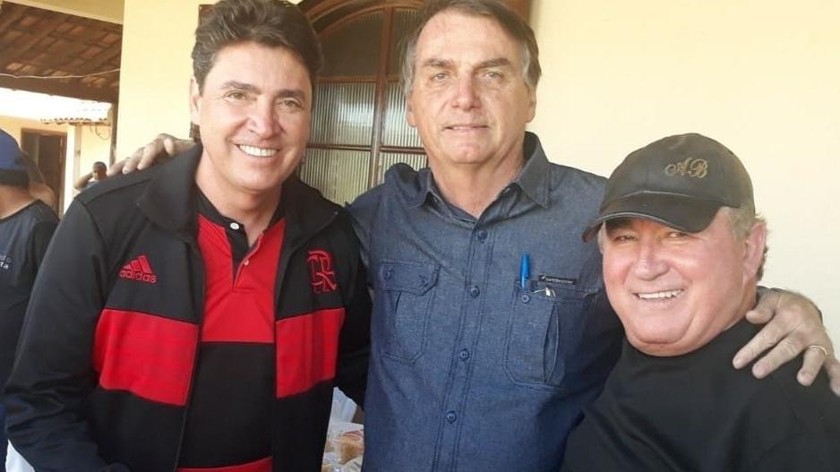 """Bolsonaro teria se """"entusiasmado"""" com a candidatura de Wilder Morais em Goiânia"""