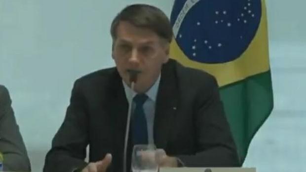 """""""Não vou esperar o barco começar a afundar para tirar água"""", diz Bolsonaro sobre interferências em ministérios"""