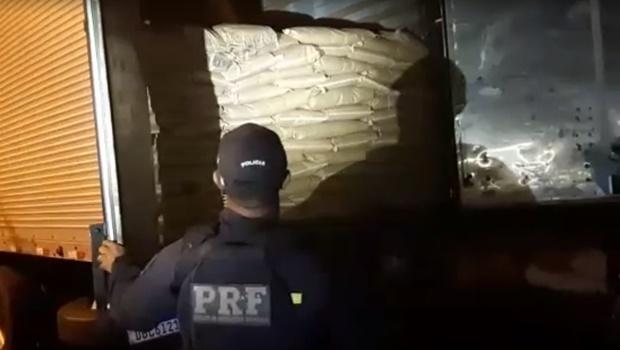 PRF e PCGO prendem homem que transportava mais de 14 toneladas de mercadoria roubada