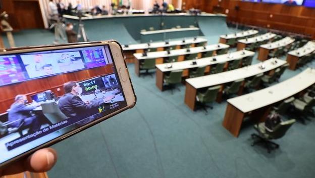 Tecnologia extingue embate corpo a corpo mas confere fluidez a deliberações do Legislativo