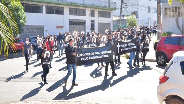 """""""Não é momento para falarmos em abertura"""", diz líder de manifestação pró-isolamento, em Goiânia"""