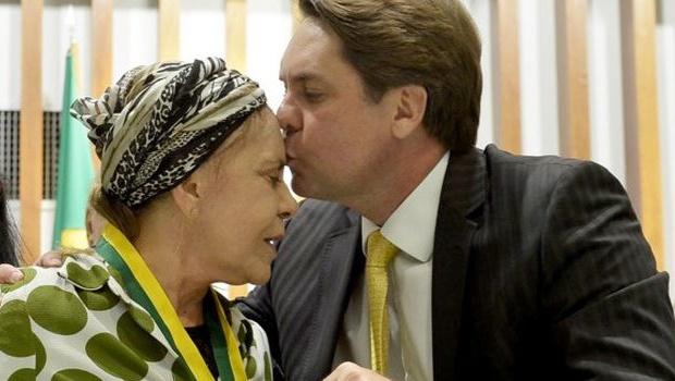 Câmara de Goiânia presta homenagem a Regina Peixoto