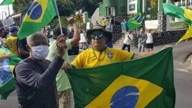 Professor que foi sem máscara a ato pró-Bolsonaro morre com suspeita de Covid-19