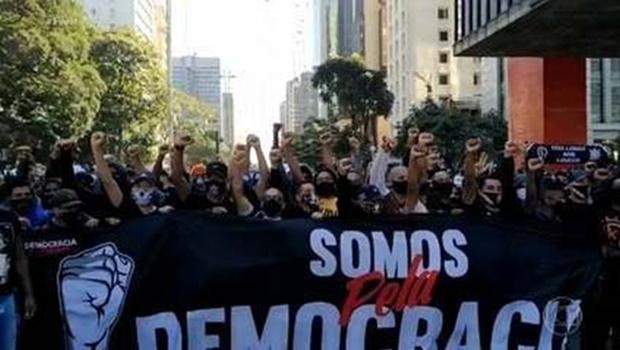 Atos a favor e contra governo Bolsonaro foram registrados neste domingo
