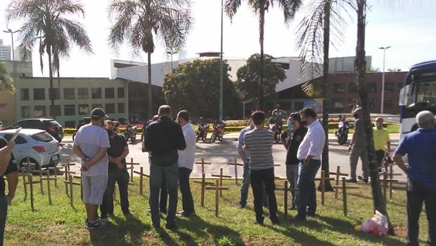 Trabalhadores realizam nova manifestação em prol da reabertura do comércio em Goiânia