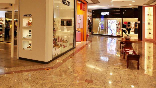 Após entrave judicial, reabertura de shoppings é marcada por prejuízos e adaptações