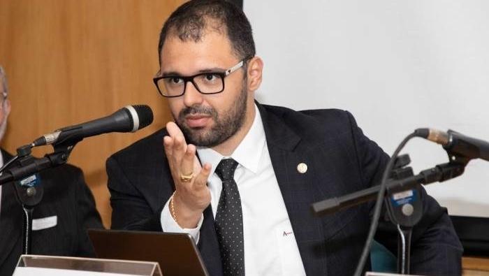Deputado estadual atira em advogado, que está internado