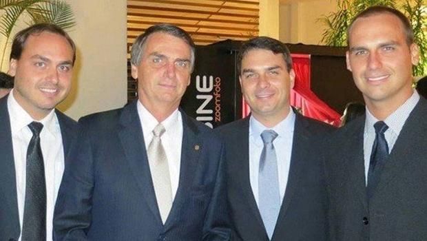 PGR irá decidir se abre investigação contra família Bolsonaro, após remoção de contas pelo Facebook