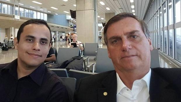 Assessor de Bolsonaro é apontado como responsável por contas falsas e promoção de ataques na internet