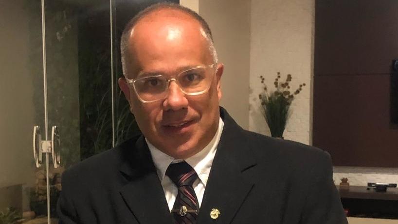 Médico e vereador Breno Leite está na UTI do Anis Rassi com Covid-19