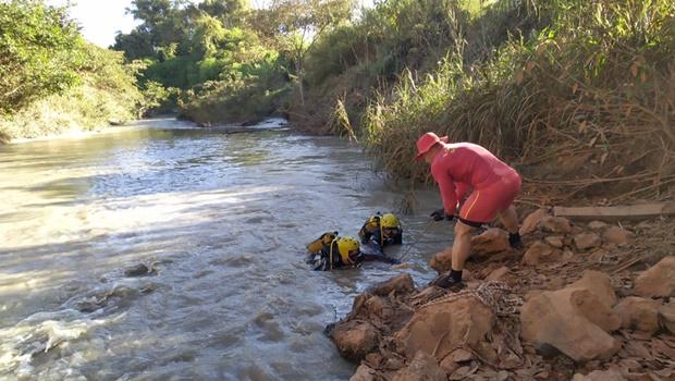 Terceira vítima de acidente em Silvânia é encontrada por mergulhadores dos bombeiros