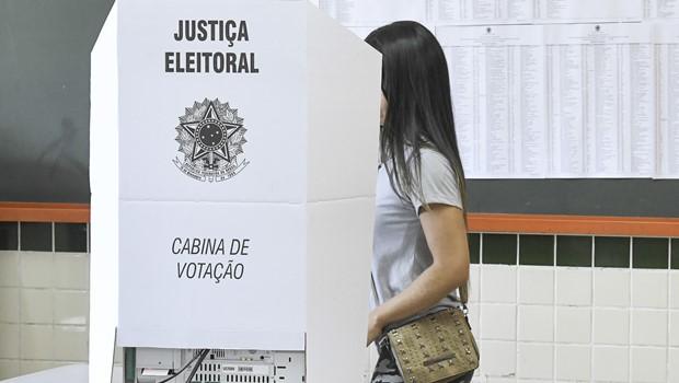 MPE entra com ação contra prefeito de Ceres por propaganda eleitoral irregular