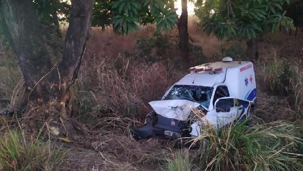 Mulher morre em acidente envolvendo ambulância na BR-153