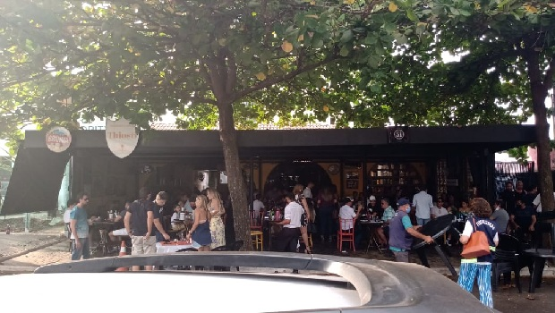 Vigilância flagra aglomeração em bares de Goiânia