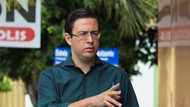Candidato a prefeito de Anápolis, Valeriano Abreu, agride jornalista