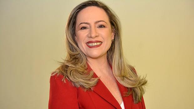 """""""Soa como desespero por parte de quem não está conseguindo atrair votos"""", diz Adriana sobre ataques"""