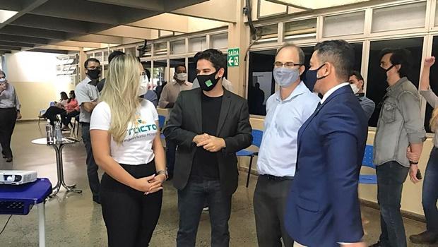 Hugo recebe centésimo respirador restaurado para combate à pandemia