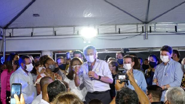 """""""Nada melhor do que receber uma cidade com finanças equilibradas do prefeito Iris Rezende"""", diz Caiado junto a Vanderlan"""