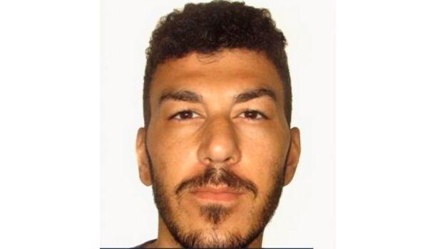 Polícia faz buscas em Ceres por jovem desaparecido após roubo de carro
