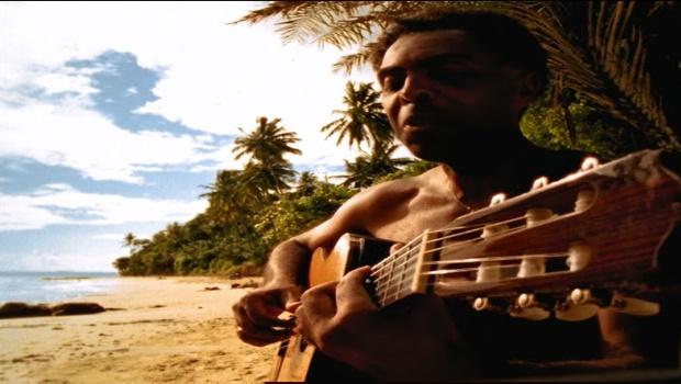 Em documentário, Gilberto Gil fala de sua vida e volta à cidade onde cresceu