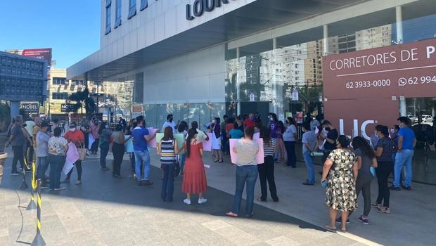 Manifestantes reivindicam o cumprimento de 30% de representação feminina nas eleições 2020